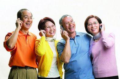 老人配戴助听器的好处